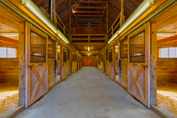 Empire Stables offers oversize Horse stalls
